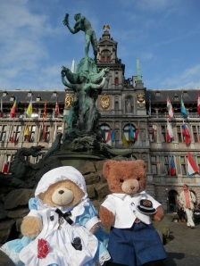 Antwerp City Hall and Statue of Brabo and the giant's hand at the Grote Markt (Main Square)