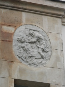 Medallion bas-relief on the facade of 45 Quai de Bourbon