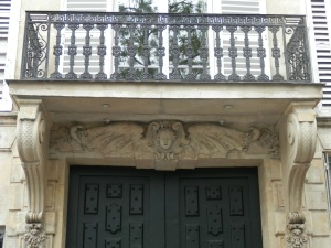 Carved doorway, 20 Quai de Bethune
