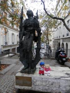 Eminescu Statue, Rue des Ecoles