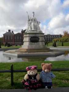Kensington Palace, Queen Victoria Statue