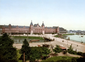 Amsterdam Centraal Station, photo c. 1890 to 1905.
