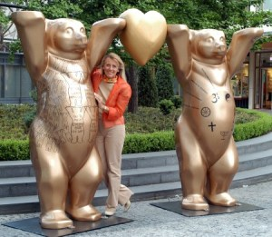 Eva Herlitz with the Golden Buddy Bears