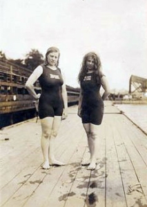 Fanny Durack (left) and Mina Wylie at 1912 Olympics