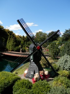 Cockington Green Gardens, Binnenkruier  Windmill, Northern Netherlands