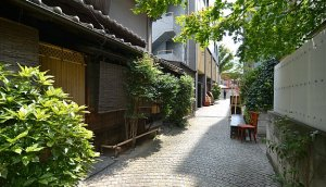 Restaurants along the narrow streets and alleyways off the main slope
