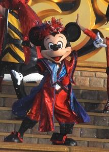 Mickey shows off his Soryo Kobu dance moves at Natsu Matsuri Festival 2012 at Tokyo Disneyland