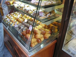 Sfogliatella Mary, corner of Via Toledo in the Galleria Umbert I