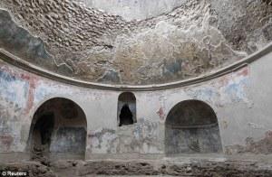 Stabian Baths - cold room (frigidarium)