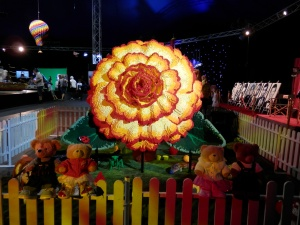 World's largest Begonia Lego Flower, by Ryan McNaught (approx. 100,000 bricks in 11 different colours)