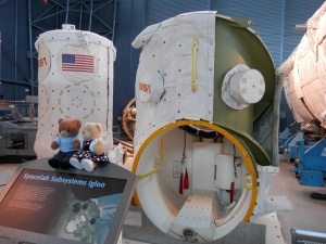 Spacelab Transfer Tunnel (R) and Igloo (L)