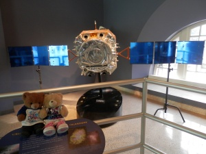 Chandra Space Telescope Model 1:5 Launch date: July 23, 1999 Launch vehicle: Space Shuttle Columbia