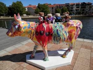 Cow-moo-flage - call me Flora Artist: Ian de Souza