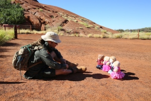 Uluṟu - Ranger Mick has a captive audience for story time and Tjukurpa :smile: