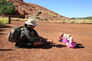 Uluṟu - Ranger Mick has a captive audience for story time and Tjukurpa :smile:
